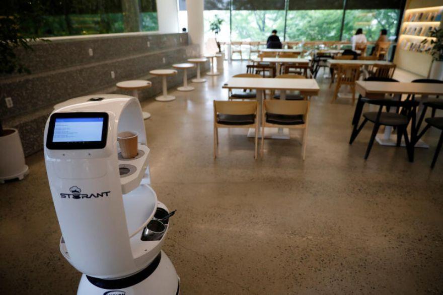 Robot-mesero-2020