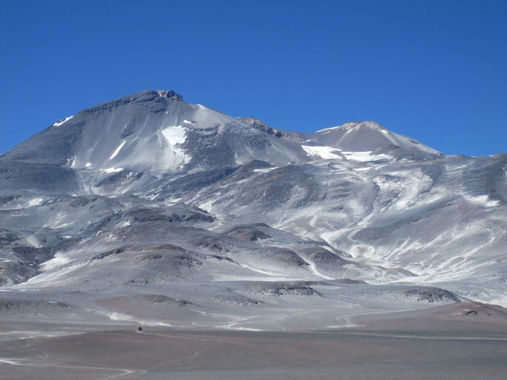 Volcan-Ojos-del-Salado