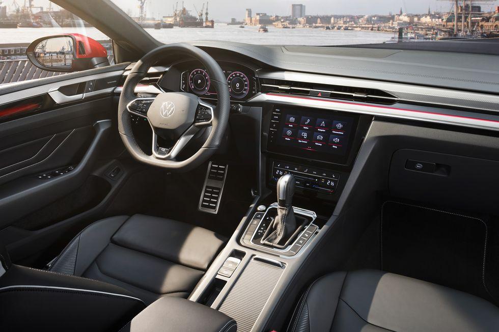 Volkswagen-Arteon-2021-interior
